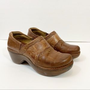 ARIAT Studded Tooled Brown Leather Clogs Size 8.5